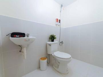 Renting out with online payment: Reddoorz plus @ urban deca tower tondo