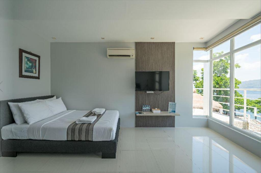 Anilao Awari Bay Resort