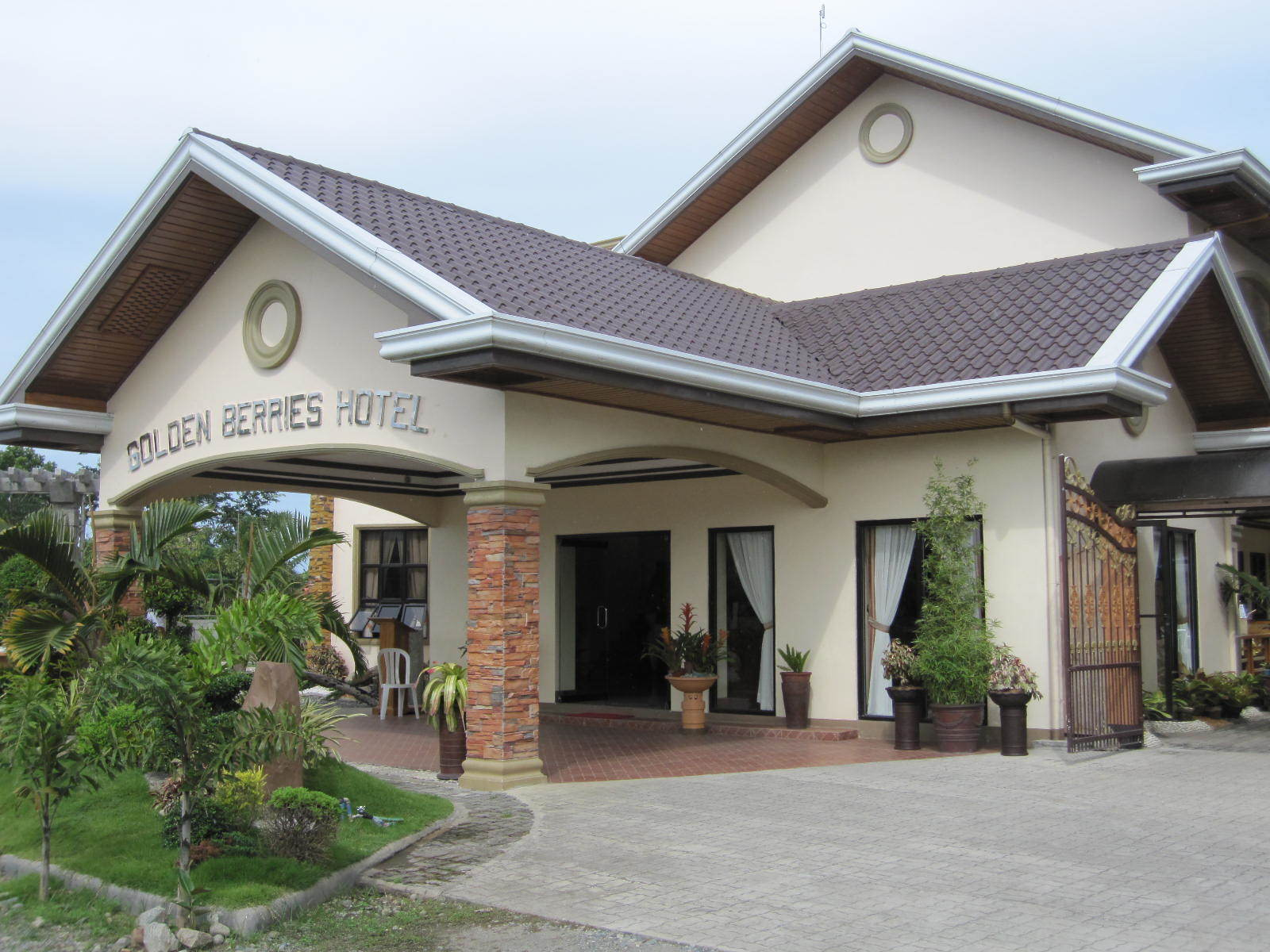 Golden Berries Hotel & Convention Center