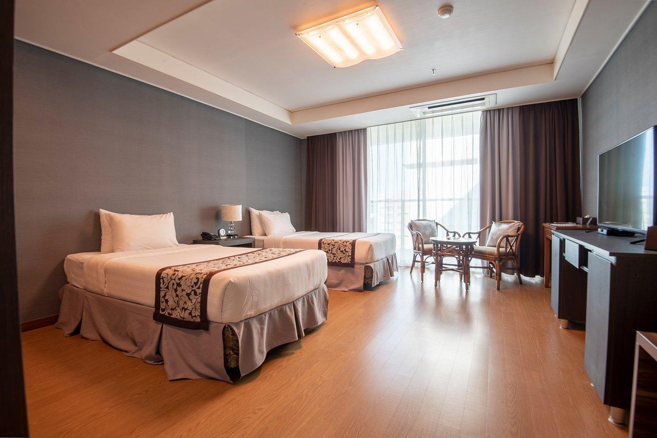 XENIA HOTEL CORPORATION