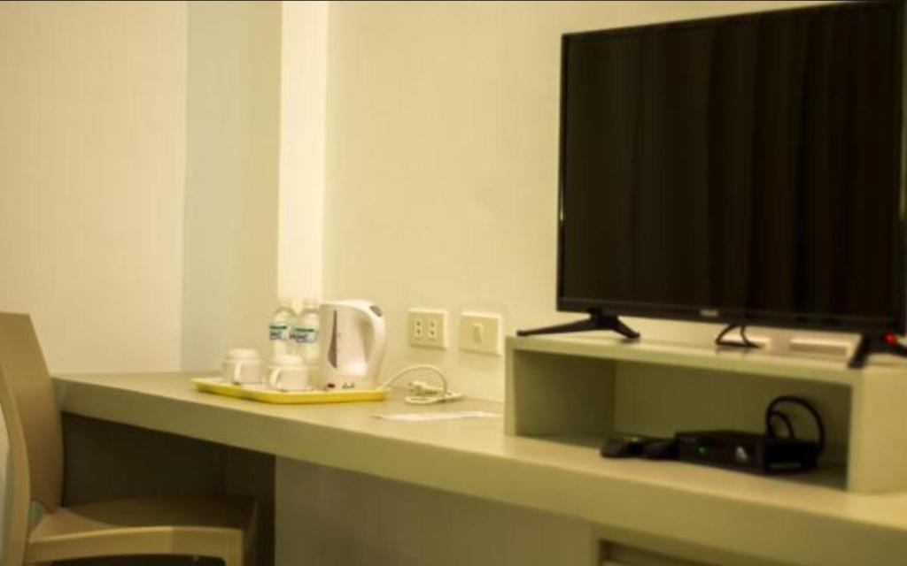 CASA MARIVELES HOTEL AND RESTAURANT, INC.