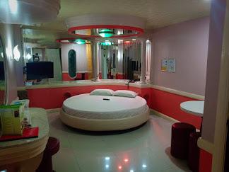 DAHLIA HOTEL (DAHLIA HOTEL CORPORATION)