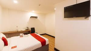 Hotel RedDoorz Plus near Bamboo Organ Las Piñas