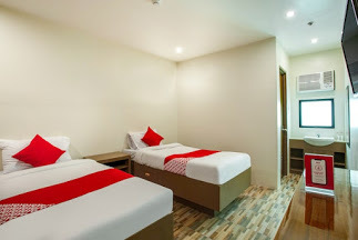 Hotel OYO 421 Deck 360 Dormitel